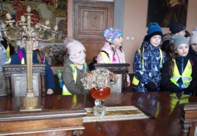 Klasa I b i III b  zwiedzają zamek w Wiśniczu